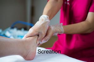 高齢者足の爪切り・巻き爪・肥厚爪・訪問フットケア